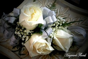 CRG-063 Roses Corsage