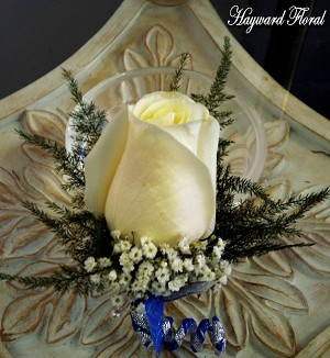 BTN-049 Rose Boutonniere