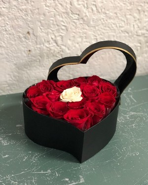 Heart Box of Roses (M)